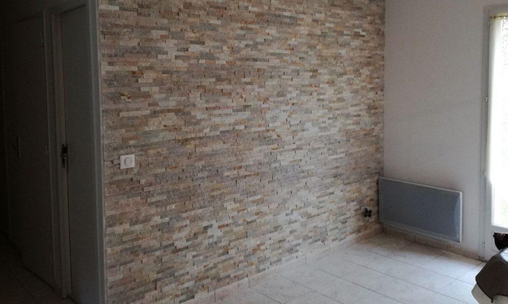 Mur en parement de pierre